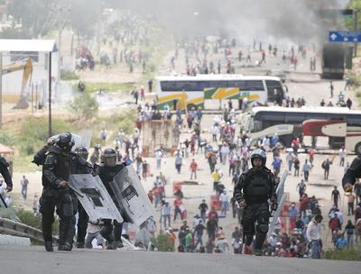 Eligio Hernández, vocero de la Sección 22 de la CNTE, responsabilizó a las autoridades policiacas de la muerte de las seis personas.