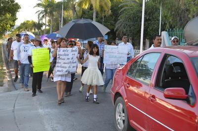 Desde ahí se organizaron para realizar un recorrido sobre la avenida Hidalgo, en dirección a la Plaza de Armas de Torreón.