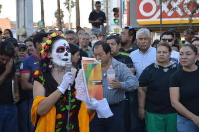 Los manifestantes lanzaron consignas contra Enrique Peña Nieto y la Secretaría de Educación Pública.
