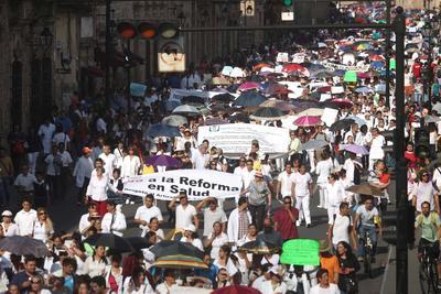 El movimiento fue convocado a través de las redes sociales por Carlos Moreno, presidente de #YoSoyMédico17, que surgió en 2014 en Guadalajara, Jalisco, en respaldo a 16 doctores acusados de negligencia.