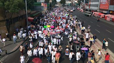En la Ciudad de México miles de doctores salieron a las calles a protestar.