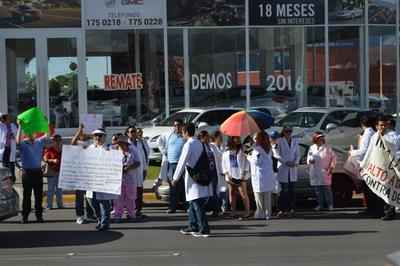 El recorrido se realizó por espacio de casi 40 minutos en el bulevar Miguel Alemán y participaron alrededor de 40 médicos de toda la región.
