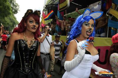 Se vieron disfraces de todo tipo y colores, pelucas, pancartas, miles de arcoíris, entre otras cosas.
