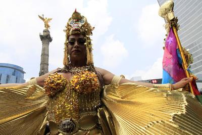 Miles de personas acudieron disfrazadas a celebrar el orgullo gay.
