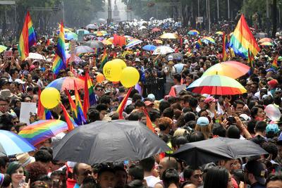 """Bajo el lema """"Todas las familias, todos los derechos ¡Ya!"""", la manifestación estuvo encabezada por varias familias homoparentales."""