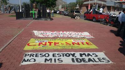 La manifestación es en apoyo al gremio de Oaxaca y en rechazo a la Reforma Educativa.