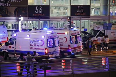 Los autores de los ataques fueron tres terroristas suicidas, según los medios locales.