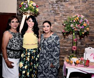 25062016 Alma acompañada de su mamá, Alma Rosa Arriaga Ramos, y su suegra, Patricia Belmonte Márquez.