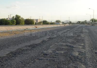 La condición de estas avenidas, que se encuentran a un costado del canal de riego, ha sido denunciada públicamente, sin obtener respuesta de las autoridades.