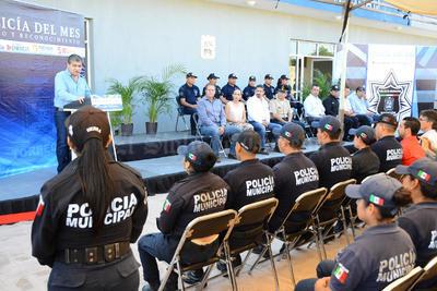 Seis elementos de la Policía Municipal de Torreón fueron distinguidos por su destacada labor.