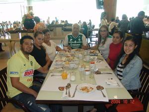 05072016 Francisco, Esperanza, Erika, Patricia, Gabriela, Víctor y Michelle.