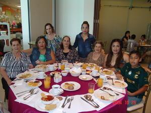 05072016 Nena, Kary, Amparo, Oly, Carmelita, Jovita, Edith y Michel.