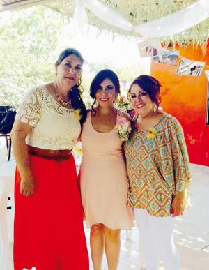 03072016 Lorena acompañada por las organizadoras, su mamá, la Sra. Bertha Portillo, y la Sra. Patricia Escalante de Gallegos.