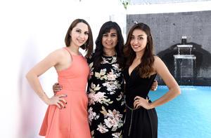 04072016 FELIZ CUMPLEAñOS.  Raquel Ramírez Santibáñez con sus hijas, Andrea y Luisa Fernanda Cebrián Ramírez.
