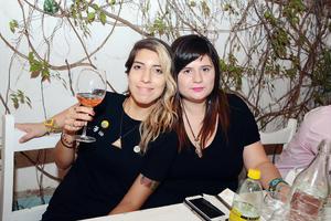 05072016 AMIGAS.  Adriana y Frida.