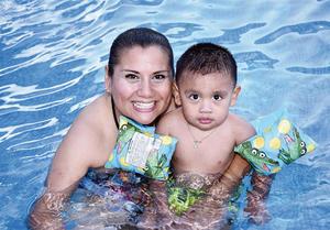 03072016 MITIGAN EL CALOR.  Marcela y Checo Serna.
