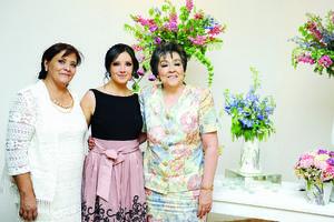 03072016 Ana Cristina acompañada por las organizadoras de tan bello evento.