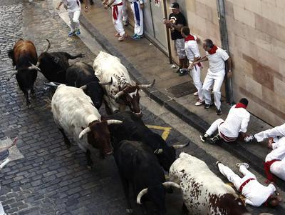 """Estas fiestas, entre las más populares de España, fueron inmortalizadas por Ernest Hemingway en su novela """"Fiesta"""" de 1926 y atraen a una gran cantidad de turistas extranjeros."""