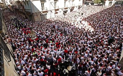 Las calles se vieron repletas de personas que acuden al festival.