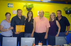 06072016 Javier Quintero recibió merecido reconocimiento por su labor altruista.