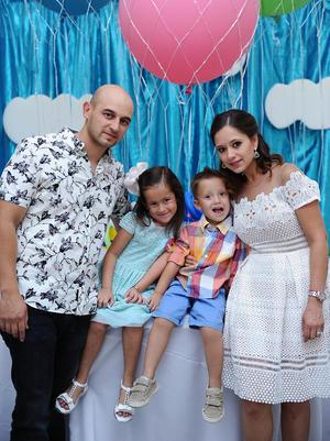 06072016 Carlos, Susana, Sebastián y Camila.