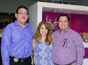 06072016 EN INAUGURACIóN.  Gregorio, Cony y Jesús.