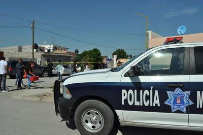 Al menos seis patrullas de la Dirección de Seguridad Pública Municipal se apostaron en los alrededores del Circuito Filosofía de la colonia Villa Universidad al oriente de Torreón.
