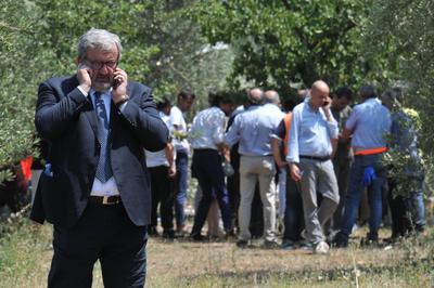El gobernador de Puglia, Michele Emiliano, también acudió.