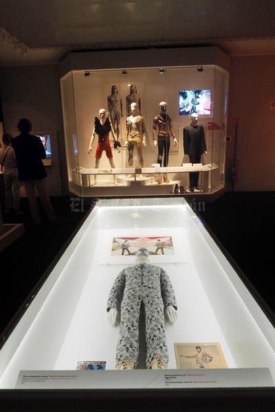 """Vista de la exposición """"David Bowie Is"""" en el Museo de Arte Moderno de Bolonia, Italia. La exposición permanecerá abierta desde el 14 de julio al 13 de noviembre."""