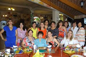 12072016 UN FELIZ DíA.  Martha Reza de Mancha celebró su cumpleaños acompañada de sus amigas del Club San Isidro.