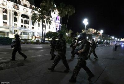 Al lugar ya arribaron las fuerzas del orden, incluidos militares, para establecer un perímetro de seguridad