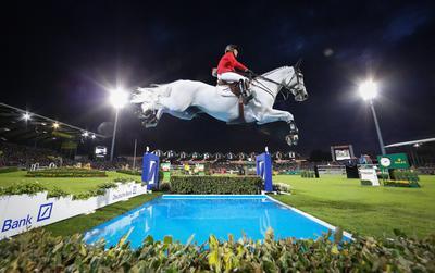 La alemana Meredith Michaels-Beerbaum en su caballo Fibonacci 17 durante la Copa de las Naciones, en la muestra internacional de caballos.