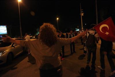 Erdogan llamó a la población a salir a las calles y enfrentar a los militares.