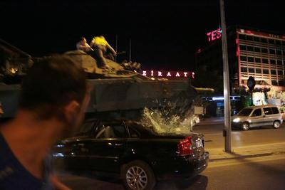 """El Ejército calificó al presidente turco, el islamista Recep Tayyip Erdogan, como un """"traidor""""."""