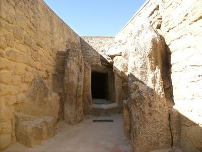 Los Dólmenes de Antequera han sido reconocidos por la UNESCO como nuevo Patrimonio de la Humanidad. El espectacular conjunto megalítico es el primero en ser protegido por la entidad de la ONU en suelo continental y el quinto en este listado, después de los cuatro registrados hasta ahora en Malta, Inglaterra, las islas Orcadas e Irlanda.