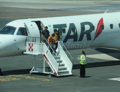 Cerca de 30 pasajeros llegaron a esta ciudad en el vuelo inaugural procedente de Ciudad Juárez.