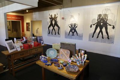 La Tienda del Museo Mexicano actualmente ubicado en Fort Mason en San Francisco. Cal.