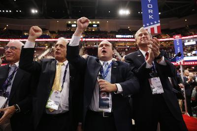 Delegados de Nueva York aclaman a Donald Trump por su nominación.