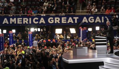 El senador republicano de Alabama, Jeff Sessions, postula oficialmente a Donald Trump como el candidato a la Presidencia de EU.
