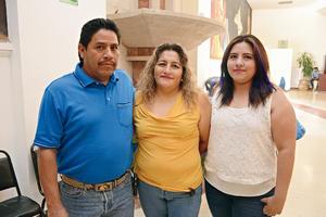 14072016 EN FAMILIA.  Juan Manuel, Ana Isabel y Anahí.