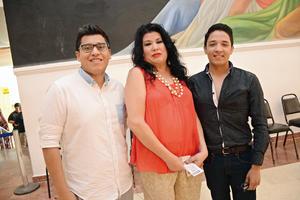 14072016 EN EL TEATRO.  Gerardo, Estela y Fernando.