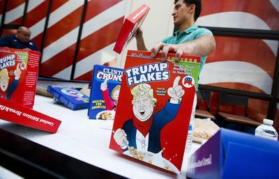 Cajas de cereales como recuerdos del inicio del segundo día de la Convención Nacional Republicana 2016 en el Quicken Loans Arena en Cleveland, Ohio.