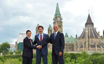 Peña Nieto junto al primer ministro de Canadá, Justin Trudeau (c), y el presidente de EU, Barack Obama, en la Cumbre de Líderes de América del Norte.