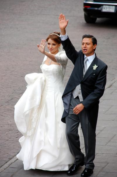 Angélica Rivera se unió a la lista de personalidades del mundo espectáculo que se casan con figuras de la política.