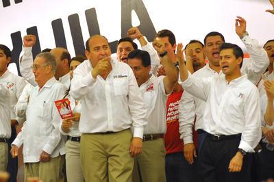 Peña Nieto junto a Rubén Moreira, cuando éste realizaba actos de campaña para la gubernatura de Coahuila.