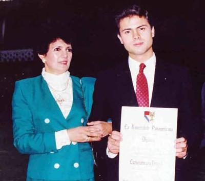 Peña Nieto es abogado por la Universidad Panamericana.