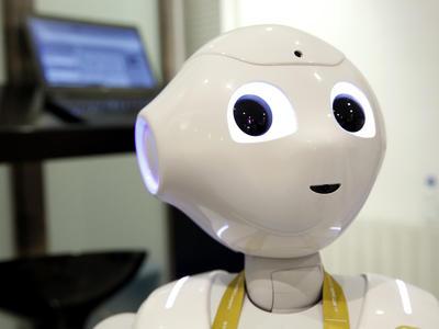 La consultora tecnológica Everis ha presentado hoy mediante su robot Pepper los resultados financieros de su último ejercicio fiscal, tanto en España como en el resto de mercados.