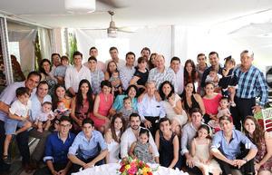 David Cruz Barba acompañado de sus seres queridos.jpg