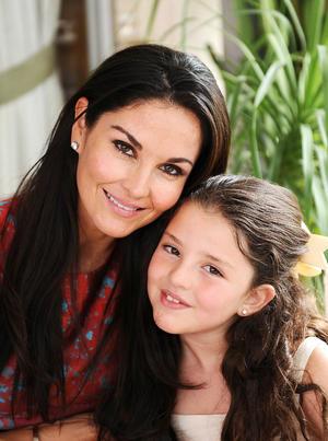 Susana con su hija, Ivanna.jpg