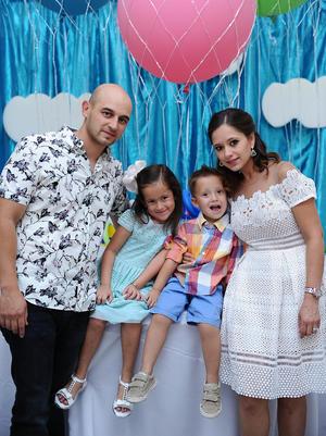 Carlos, Susana, Sebastián y Camila.jpg